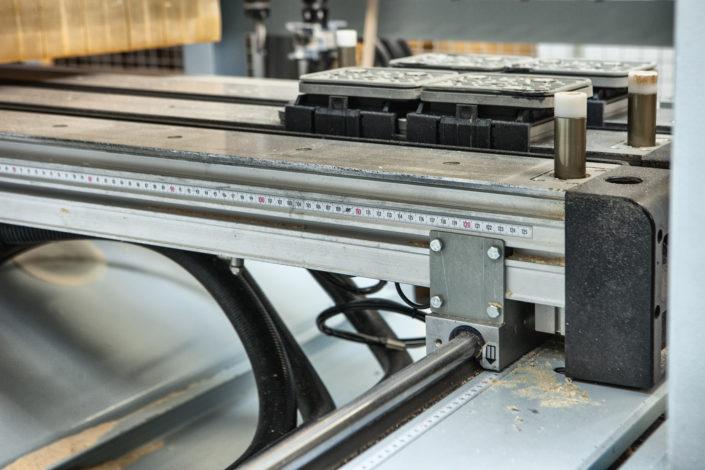 fotografia reklamowa, zdjęcie z procesu produkcji mebli